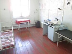 閑散としている小児科病棟の集中治療室 (ICU)