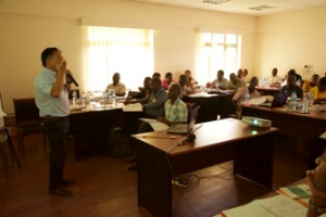 KAIZEN指導者研修にて、Lean Managementの重要性に関する講義の様子。